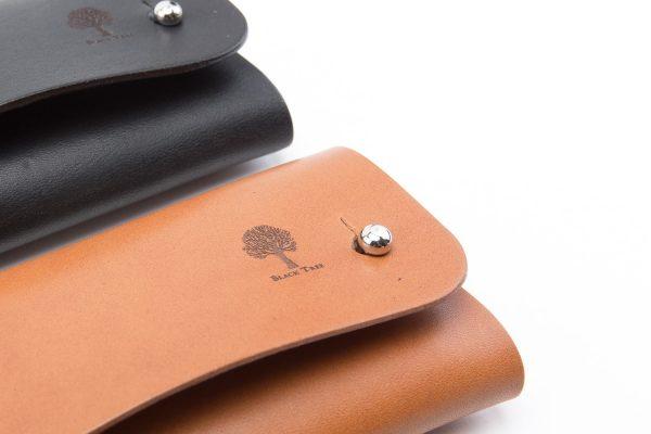 mały skórzany portfel na karty i monety w wersji z knopikami