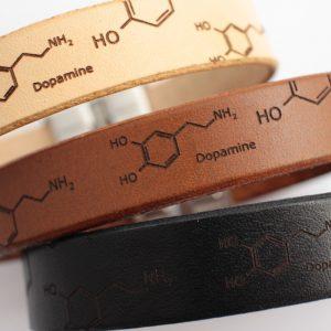 skórzana bransoletka z dopaminą na prezent dla chemika
