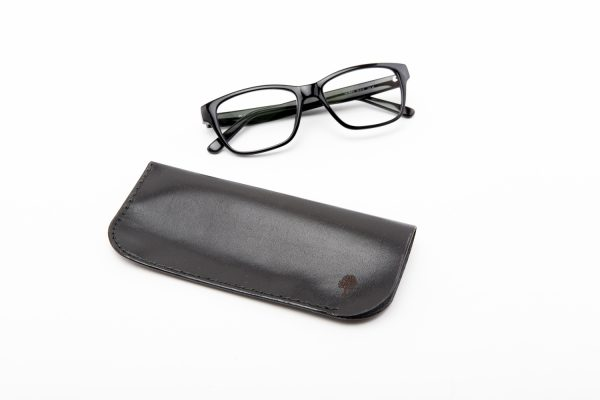skórzane etui na okulary w kolorze czarnym