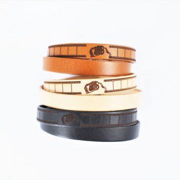skórzane bransoletki z motywem aparatu w trzech kolorach koniakowym, naturalnym i czarnym